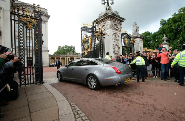 The car carrying Prime Minister Theresa May arriving at Buckingham Palace before her audience with Queen Elizabeth II after the General Election resulted in a hung parliament. PRESS ASSOCIATION Photo. Picture date: Friday June 9, 2017. See PA story ELECTION Main. Photo credit should read: Yui Mok/PA Wire