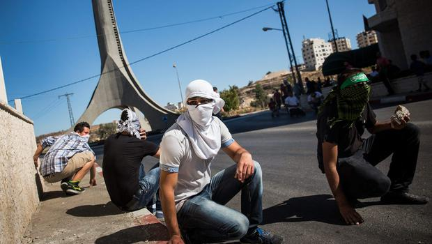Palestinians clash with Israeli security forces on July 25, 2014 near Ramallah, West Bank.  (Photo by Andrew Burton/Getty Images)