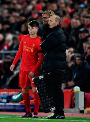 LIVERPOOL, ENGLAND - NOVEMBER 29:  Substitute Ben Woodburn of Liverpool stands alongside Jurgen Klopp manager of Liverpool during the EFL Cup Quarter-Final match between Liverpool and Leeds United at Anfield on November 29, 2016 in Liverpool, England.  (Photo by Laurence Griffiths/Getty Images)