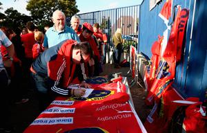 PARIS, FRANCE - OCTOBER 16:  Munster fans sign a book of condolence after hearing of the news of the death of Munster coach Anthony Foley prior to the European Rugby Champions Cup match between Racing 92 and Munster at Stade Yves-Du-Manoir on October 16, 2016 in Paris, France.  (Photo by David Rogers/Getty Images)