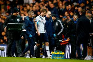 LONDON, ENGLAND - APRIL 25:  The injured Eric Dier of Tottenham Hotspur leaves the pitch during the Barclays Premier League match between Tottenham Hotspur and West Bromwich Albion at White Hart Lane on April 25, 2016 in London, England.  (Photo by Julian Finney/Getty Images)
