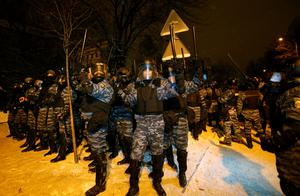 Riot police get ready to displace pro-European Union activists from their barricades at the Ukrainian presidential administration building in Kiev, Ukraine, Tuesday, Dec. 10, 2013.