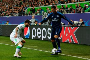 Real Madrid's Portuguese forward Cristiano Ronaldo (R) and Wolfsburg's Portuguese striker Vieirinha vie for the ball during the UEFA Champions League quarter-final, first-leg football match between VfL Wolfsburg and Real Madrid on April 6, 2016 in Wolfsburg, northern Germany.  / AFP PHOTO / ODD ANDERSENODD ANDERSEN/AFP/Getty Images