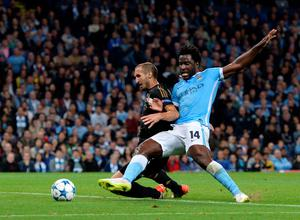 Juventus' defender from Italy Giorgio Chiellini (L) blocks a shot by Manchester City's Ivorian striker Wilfried Bony during a UEFA Champions League group stage football match between Manchester City and Juventus at the Etihad stadium in Manchester, north-west England on September 15, 2015.  AFP PHOTO / OLI SCARFFOLI SCARFF/AFP/Getty Images