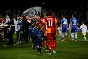 LONDON, ENGLAND - MARCH 18:  Former Chelsea player Didier Drogba of Galatasaray (11) walks on to the pitch prior to the UEFA Champions League Round of 16 second leg match between Chelsea and Galatasaray AS at Stamford Bridge on March 18, 2014 in London, England.  (Photo by Clive Rose/Getty Images)