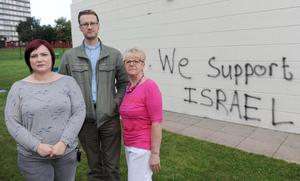The Dunanney Centre in Rathcoole was subjected to a hate crime with graffiti being sprayed onto the walls. (L-R) Vickey Moore, Centre Manager, Mark Niblock, Church Of Ireland Minister in Rathcoole and Pat Hutchinson, Chariman Of The Board.  Presseye.com