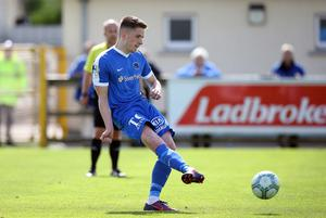 I know how to do this: Ballinamallard's Ryan Curran scores his fourth goal in three league matches. Photo by John McVitty - 07771987378
