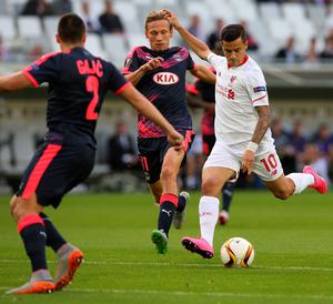 BORDEAUX, FRANCE - SEPTEMBER 17: Philippe Coutinho for Liverpool FC and Clement Chantome battle for the ball during the Europa League game between FC Girondins de Bordeaux and Liverpool FC at Matmut Atlantique Stadium  on September 17, 2015 in Bordeaux, France.  (Photo by Romain Perrocheau/Getty Images)