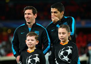 LONDON, ENGLAND - FEBRUARY 23: Lionel Messi and Luis Suarez of Barcelona line up prior to the UEFA Champions League round of 16 first leg match between Arsenal and Barcelona on February 23, 2016 in London, United Kingdom.  (Photo by Paul Gilham/Getty Images)