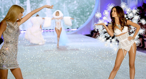 Singer Taylor Swift (L) performs and model Lily Aldridge walks the runway at the 2013 Victoria's Secret Fashion Show at Lexington Avenue Armory on November 13, 2013 in New York City.  (Photo by Dimitrios Kambouris/Getty Images for Victoria's Secret)