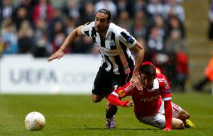 NEWCASTLE, ENGLAND - APRIL 11: Jonas Gutierrez (L) of Newcastle in action with Eduardo Salvio of Benfica during the UEFA Europa League quarter final second leg match between Newcastle United and SL Benfica at St James' Park on April 11, 2013 in Newcastle upon Tyne, England. (Photo by Paul Thomas/Getty Images)