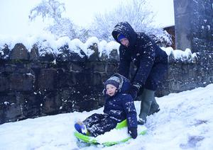 Pacemaker Press Belfast 08-12-2017:  Heavy snow showers overnight have led to disruption across parts of Northern Ireland. Dozens of schools have been closed due to the wintery conditions. The snowfall means an unexpected day off for some young people. Police are advising road users to use extreme caution on the roads. Paul and Ollie Forbes pictured enjoying the snow. Picture By: Arthur Allison/Pacemaker.