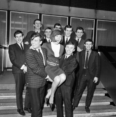 Bands 'Billy J Kramer and the Dakotas' and 'Gerry and the Pacemakers', holding up the singer Cilla Black, March 23, 1964. (Photo by Larry Ellis/Express/Getty Images)