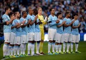 MANCHESTER, ENGLAND - AUGUST 19:  The Manchester City players applaud the memory of Bert Trautmann the former goalkeeper who died in July prior to the Barclays Premier League match between Manchester City and Newcastle United at the Etihad Stadium on August 19, 2013 in Manchester, England.  (Photo by Michael Regan/Getty Images)