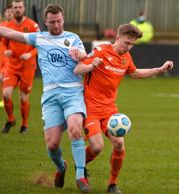 Carrick's Lloyd Anderson and Warrenpoint's Luke Gallagher fight for possession (Andrew McCarroll/ Pacemaker Press)