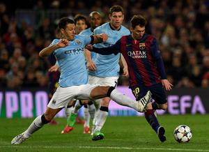 Barcelona's Argentinian forward Lionel Messi (R) vies with Manchester City's Argentinian defender  Martin Demichelis (L) during the UEFA Champions League round of 16 football match FC Barcelona vs Manchester City at the Camp Nou stadium in Barcelona on March 18, 2015.   AFP PHOTO / LLUIS GENELLUIS GENE/AFP/Getty Images