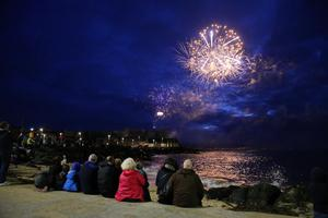 Press Eye - Belfast - Northern Ireland - 3rd September 2016 -   Fireworks Display at Portstewart Promenade during the Air Waves Portrush, Northern Ireland International Airshow. Organised by Causeway Coast and Glens Borough Council, over 100,000 spectators descended upon PortrushÕs eastern shoreline for two days of flying displays by some of the worldÕs most famous aviation attractions.  Photo by Kelvin Boyes / Press Eye