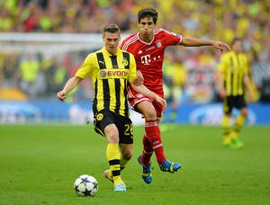LONDON, ENGLAND - MAY 25:  Lukasz Piszczek of Borussia Dortmund (L) in action with Javi Martinez of Bayern Muenchen during the UEFA Champions League final match between Borussia Dortmund and FC Bayern Muenchen at Wembley Stadium on May 25, 2013 in London, United Kingdom.  (Photo by Shaun Botterill/Getty Images)