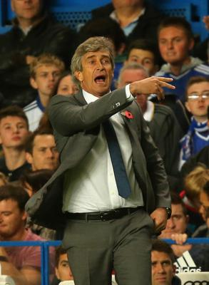 LONDON, ENGLAND - OCTOBER 27:  Manager Manuel Pellegrini of Manchester City gives instructions from the touchline  during the Barclays Premier League match between Chelsea and Manchester City at Stamford Bridge on October 27, 2013 in London, England.  (Photo by Clive Rose/Getty Images)