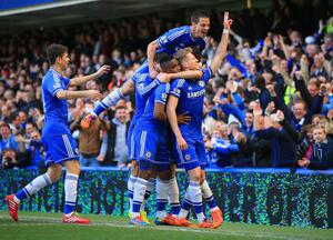 LONDON, ENGLAND - MARCH 22:  Andre Schurrle of Chelsea celebrates scoring his second goal with,  Cesar Azpilicueta, Samuel Eto'o, Oscar, Cesar Azpilicueta of Chelsea during the Barclays Premier League match between Chelsea and Arsenal at Stamford Bridge on March 22, 2014 in London, England.  (Photo by Richard Heathcote/Getty Images)
