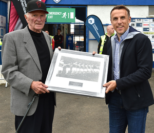 Hand over: Harry Gregg and Phil Neville at the 2018 SuperCupNI