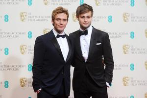 LONDON, ENGLAND - FEBRUARY 16:  Presenters Douglas Booth (R) and Sam Claflin (L) pose in the winners room at the EE British Academy Film Awards 2014 at The Royal Opera House on February 16, 2014 in London, England.  (Photo by Anthony Harvey/Getty Images)