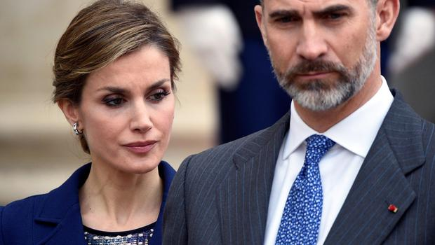 Spanish King Felipe VI and Queen Letizia listen to French president as he addresses medias at the Elysee presidential palace after a meeting, on March 24, 2015 at in Paris.