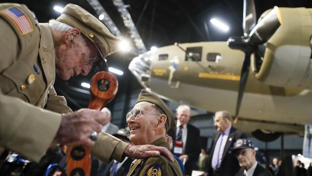 Veterans gather for a private viewing of the Memphis Belle (John Minchillo/AP)