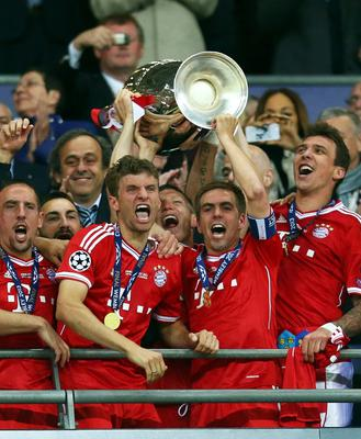 LONDON, ENGLAND - MAY 25:  Bastian Schweinsteiger of Bayern Muenchen lifts the trophy after winning the UEFA Champions League final match against Borussia Dortmund at Wembley Stadium on May 25, 2013 in London, United Kingdom.  (Photo by Alex Grimm/Getty Images)