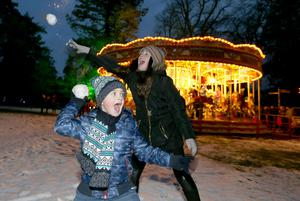 PACEMAKER, BELFAST, 9/12/2017: Sarah and Ethan Gillespie from Limavady have fun in the snow at the Enchanted Winter Garden which opened on Saturday in Antrim's Castle Gardens. The annual Christmas event is now in it's fifth season. Enchanted Winter Garden is running to 20 December in Antrim Castle Gardens, Antrim. For event information and tickets visit www.enchantedwintergarden.com PICTURE BY STEPHEN DAVISON
