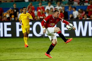 Wayne Rooney #10 of Manchester United  controls the ball against Liverpool in the Guinness International Champions Cup 2014 Final at Sun Life Stadium on August 4, 2014 in Miami Gardens, Florida.  (Photo by Chris Trotman/Getty Images)