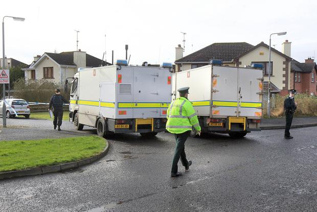 PSNI and Army Technical Officers at the scene in Ardanlee, Derry, following the discovery of a suspect device. ©/Lorcan Doherty Press Eye Photography - 22nd February January 2017