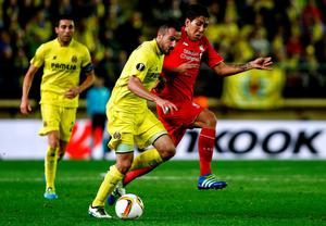 Liverpool's Brazilian midfielder Roberto Firmino (R) vies with Villarreal's defender Mario (C) during the UEFA Europa League semifinal first leg football match Villarreal CF vs Liverpool FC at El Madrigal stadium in Vila-real on April 28, 2016. AFP/Getty Images