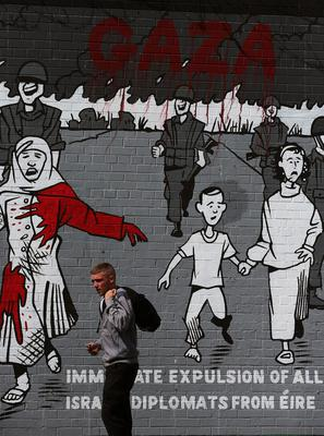 A mural on the Falls Road, Belfast, calling for the 'Immediate Expulsion of All Israeli Diplomats from Eire' Picture date: Wednesday July 30, 2014.Photo: Brian Lawless/PA