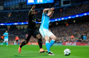 Manchester City's Kevin De Bruyne (right) and Paris Saint-Germain's Serge Aurier battle for the ball during the UEFA Champions League Quarter Final, Second Leg match at the Etihad Stadium, Manchester. Nigel French/PA Wire