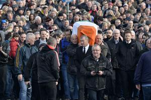 Mourners pictured at the removal of Sinn Feins Martin McGuinness to his home in the Bog side. Presseye Stephen Hamilton
