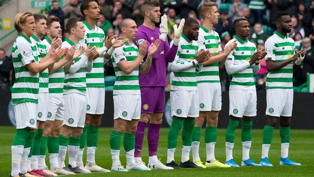 Celtic players take part in a minute's applause as a tribute to former Rangers player Fernando Ricksen before the Ladbrokes Scottish Premiership match at Celtic Park, Glasgow. PA Photo. Picture date: Sunday September 22, 2019. See PA story SOCCER Celtic. Photo credit should read: Ian Rutherford/PA Wire. EDITORIAL USE ONLY