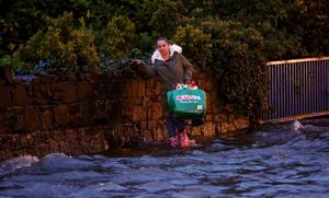 \*****/ NO REPO **** FREE TO USE BELTEL *****   Thursday 16th October 2014, Belfast, Northern Ireland - BELFAST TELEGRAPH -FLOODING ON FINAGHY RD NORTH  Pictured is flooding on the Shankill Road in Belfast  Picture Credit : KEVIN SCOTT / BELFAST TELEGRAPH