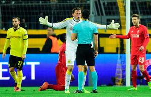 Dortmund's goalkeeper Roman Weidenfeller argues with Spanish referee Roberto Alonso during the UEFA Europe League quarter-final, first-leg football match Borussia Dortmund vs Liverpool FC in Dortmund, western Germany on April 7, 2016.  / AFP PHOTO / John MACDOUGALLJOHN MACDOUGALL/AFP/Getty Images