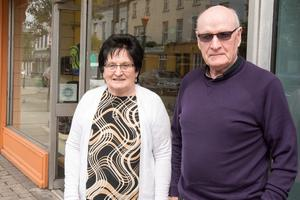 Bridie and Bernard Doherty from Derry who made the trip to Buncranna in Co. Donegal as shops reopened for the first time since March 14. Credit: Martin McKeown