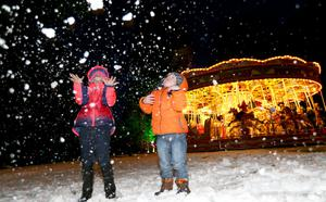 PACEMAKER, BELFAST, 9/12/2017: Ella and Bobby McMullan from Aghalee have fun in the snow at the Enchanted Winter Garden which opened on Saturday in Antrim's Castle Gardens. The annual Christmas event is now in it's fifth season. Enchanted Winter Garden is running to 20 December in Antrim Castle Gardens, Antrim. For event information and tickets visit www.enchantedwintergarden.com PICTURE BY STEPHEN DAVISON