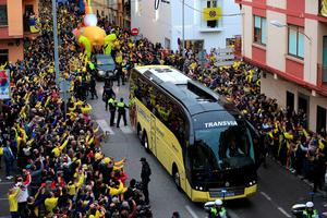 The Villareal team coach arrives ahead of the UEFA Europa League Semi Final, First Leg match at Estadio El Madrigal, Villarreal. PRESS ASSOCIATION Photo. Picture date: Thursday April 28, 2016. See PA story SOCCER Villarreal. Photo credit should read: Adam Davy/PA Wire