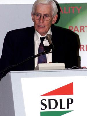 PACEMAKER BFST 05-10-99: SDLP Deputy Leader Seamus Mallon during his speech to delegates at their party conference at Belfast's Wellington Park Hotel.