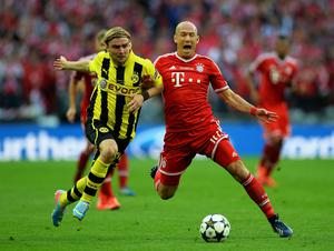 LONDON, ENGLAND - MAY 25:  Marcel Schmelzer of Borussia Dortmund (L) in action with Arjen Robben of Bayern Muenchen during the UEFA Champions League final match between Borussia Dortmund and FC Bayern Muenchen at Wembley Stadium on May 25, 2013 in London, United Kingdom.  (Photo by Laurence Griffiths/Getty Images)