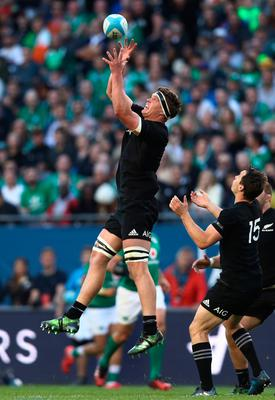 CHICAGO, IL - NOVEMBER 05:  Scott Barrett of New Zealand claims a ball during the international match between Ireland and New Zealand at Soldier Field on November 5, 2016 in Chicago, United States.  (Photo by Phil Walter/Getty Images)