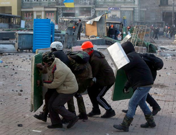 Protesters clash with police, in central Kiev, Ukraine, Monday, Jan. 20, 2014.  (AP Photo/Sergei Grits)