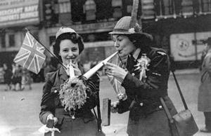 This photograph of Corporal Mollie Whiteside, from Dungannon and Aircraft woman Terry Trace, from Nottingham, made them the 'Face of VE Day'.  25/5/1945