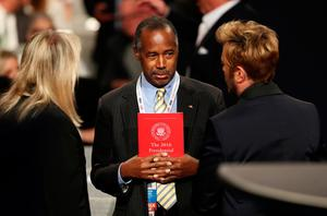 LAS VEGAS, NV - OCTOBER 19:  Former presidential candidate, Dr. Ben Carson speaks with guests before the start of the third U.S. presidential debate at the Thomas & Mack Center on October 19, 2016 in Las Vegas, Nevada. Tonight is the final debate ahead of Election Day on November 8.  (Photo by Joe Raedle/Getty Images)