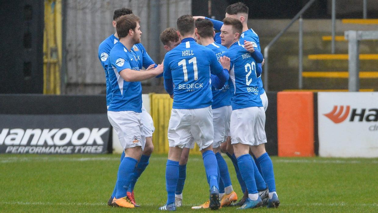 Our character and resolve helped us win that game, praises Gary Hamilton as  10-man Glenavon hold out against Carrick Rangers - BelfastTelegraph.co.uk