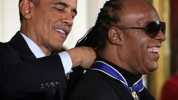 US President Barack Obama (L) presents the Presidential Medal of Freedom to singer songwriter Stevie Wonder  (R) during an East Room ceremony at the White House November 24, 2014 in Washington, DC. The Presidential Medal of Freedom is the nation's highest civilian honor.  (Photo by Alex Wong/Getty Images)